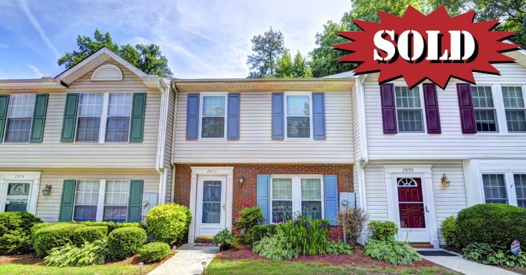 2 bed 2.5 bath townhome for sale in the Dresden Square neighborhood located in Chamblee, GA.