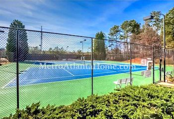 The tennis courts and neighborhood amenities at Regency At Belhaven.