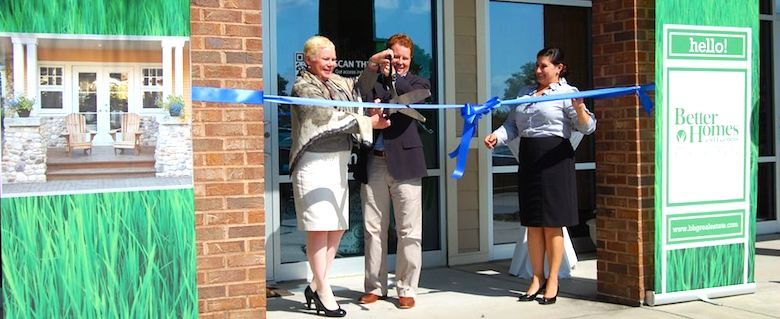Sherry Chris cutting the ribbon at a new BHGRE office.