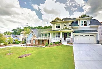 A row of homes in Lynwood Park, including traditional & Craftsman style.