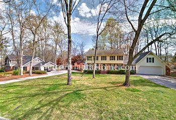 Residential real estate in Dunwoody's Mount Vernon neighborhood.