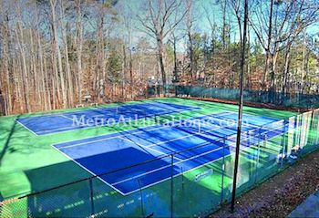 The tennis courts and HOA amenities at Spalding Woods in Sandy Springs, GA.