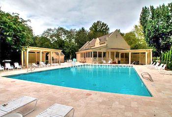 The pool and neighborhood amenities at Sweet Bottom Plantation in Duluth, GA.