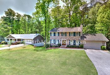 Residential real estate in Dunwoody's Waterford neighborhood.