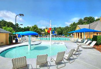 The neighborhood pool and HOA amenities at Wellington in Johns Creek.