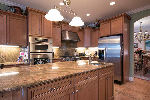 Beautiful kitchen with cooks quality appliances