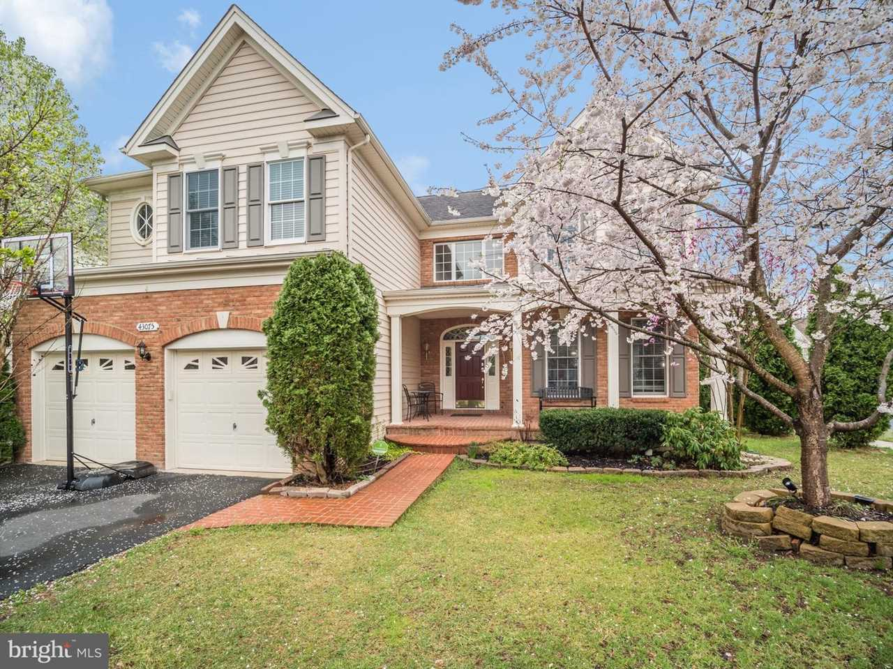 43075 Barons St Home for Sale in Chantilly, VA