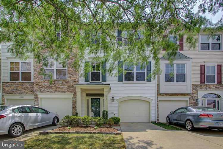 Home for sale at 43521 Laidlow St Chantilly, VA 20152