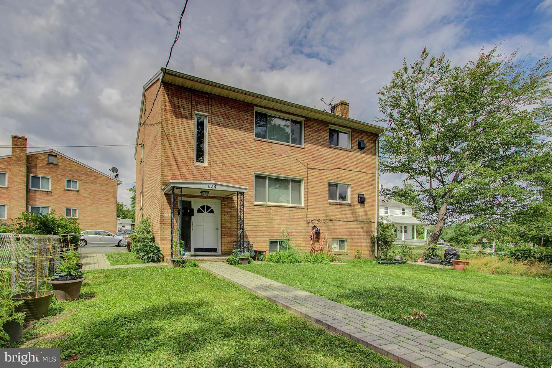 Home for sale at 624 S Glebe Rd, Arlington, VA 22204