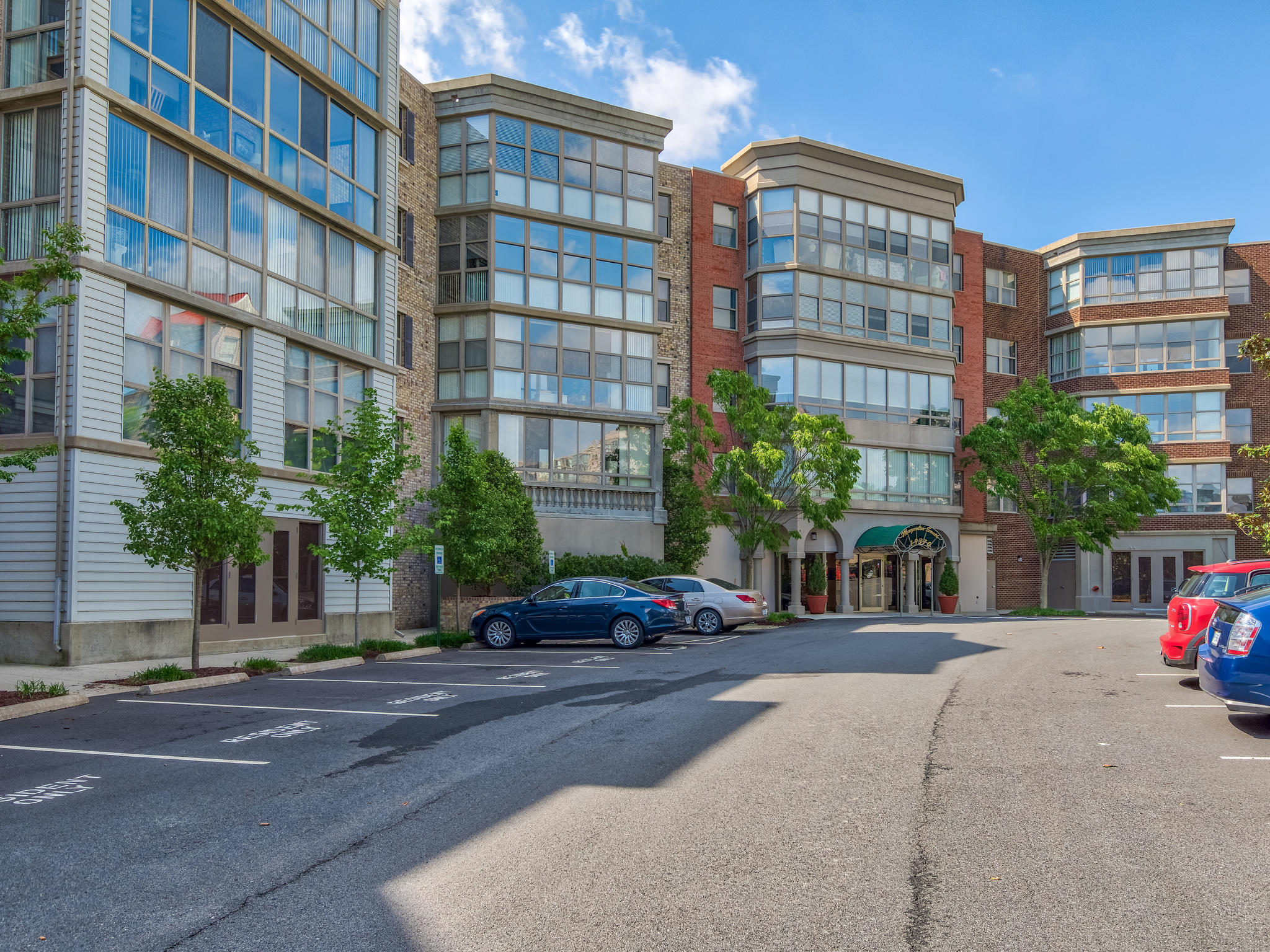 19370 Magnolia Grove Sq #305_ For Sale in Lansdowne Woods