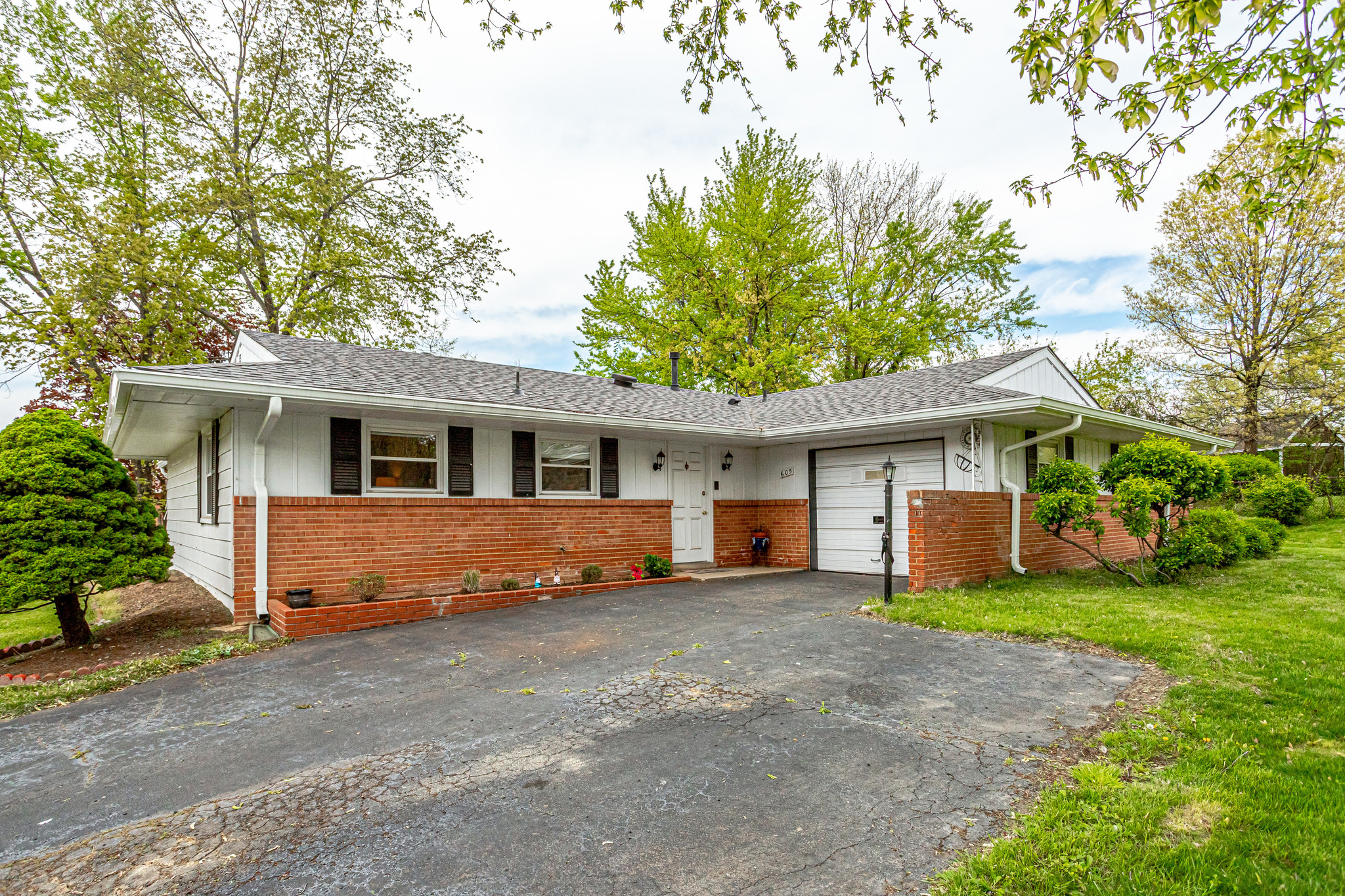 605 E Roanoke Rd, Sterling- For Sale