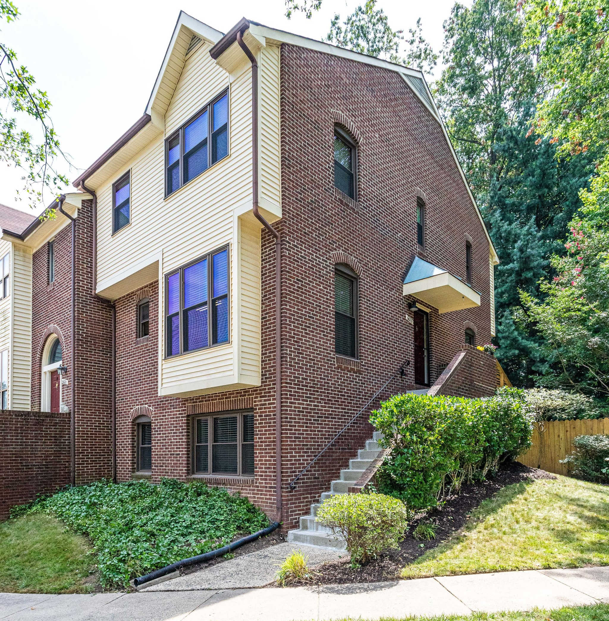 6623 Westbury Oaks Ct, Springfield- For Sale