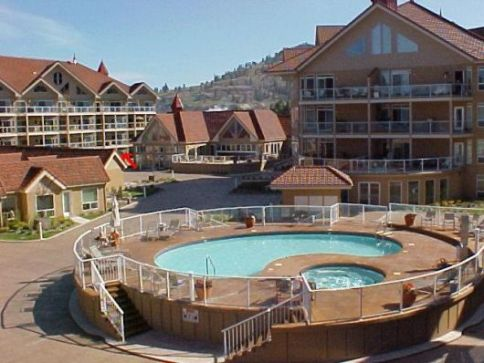 discovery bay pool and hot tub