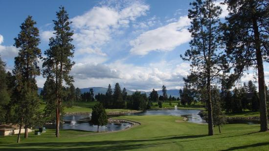Course Profile: Kelowna Golf and Country Club fairway