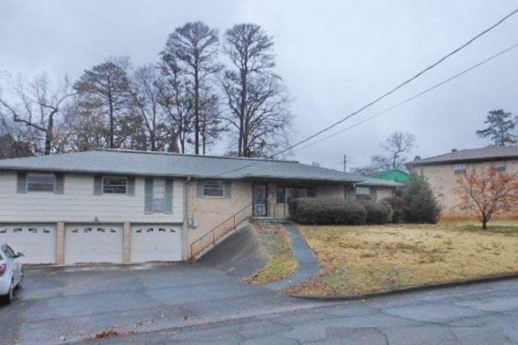 7316 Pine Tree Ln