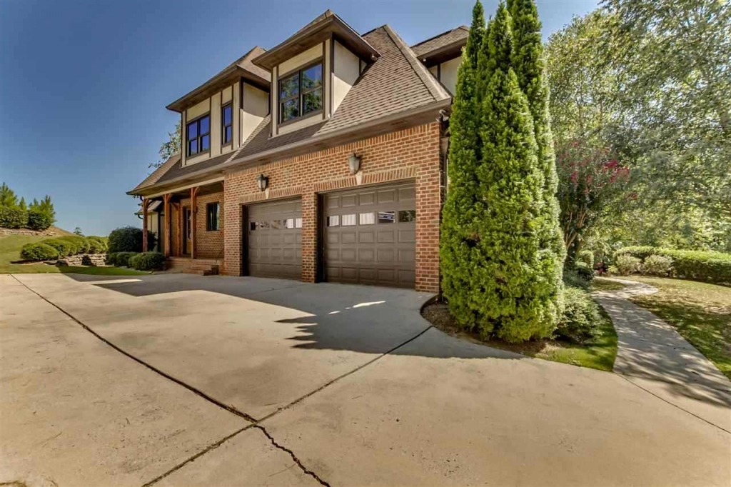 180 Highland View Dr